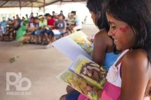 Soraia Magalhães - Quem está estimulando a leitura no Amazonas - Alegria com livro - Foto Guilherme Santos - COMTAG