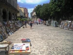 Soraira Magalhães - Há bibliotecas e bibliotecários em Cuba - imagem 9 - Livros vendidos em frente a Biblioteca Rubén Martínez Villena
