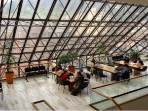 Biblioteca Pública Luis Angel Arango (Bogotá, Colombia). Foto: Cláudia Regina dos Anjos / Arquivo pessoal