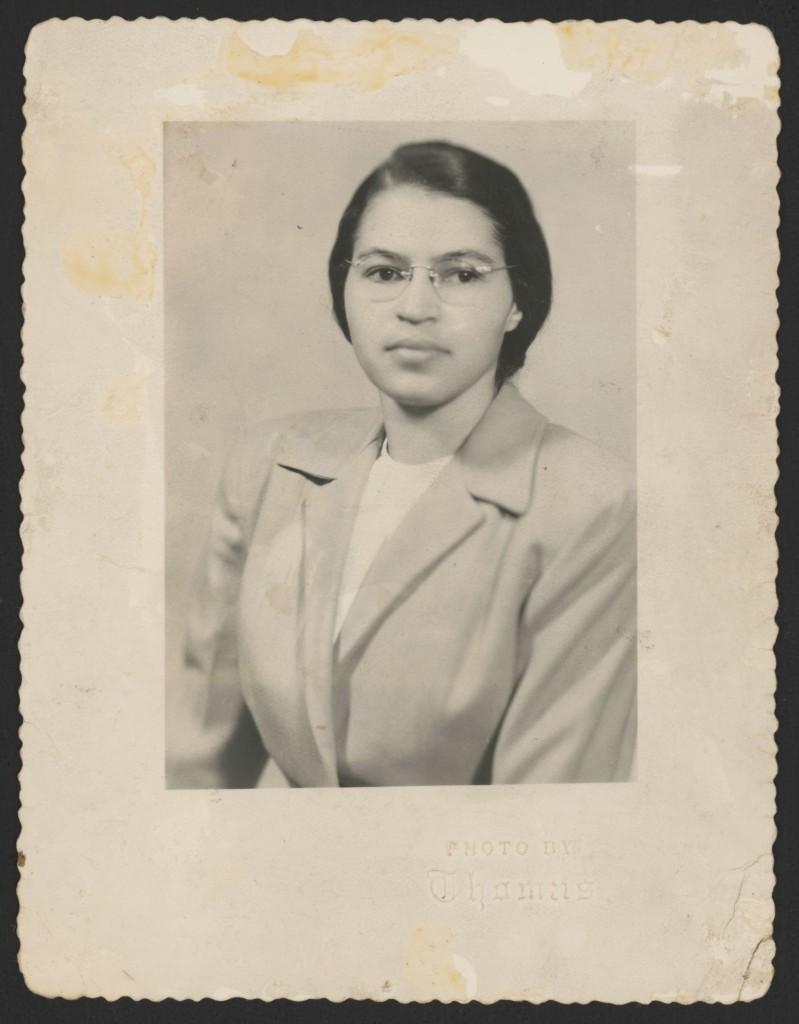 Rosa Parks em 1950, fotogradia de Thomas – Foto: Library of Congress, cortesia de Rosa and Raymond Parks Institute for Self Development