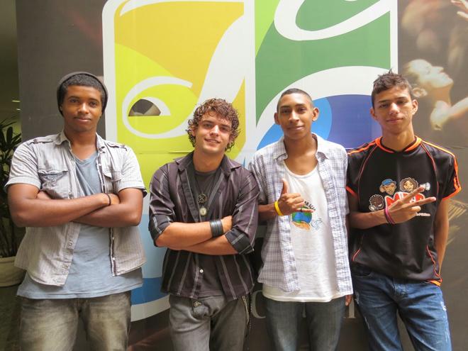 Nilvan, Eduardo, Matheus e Oséias,  juventude engajada na leitura