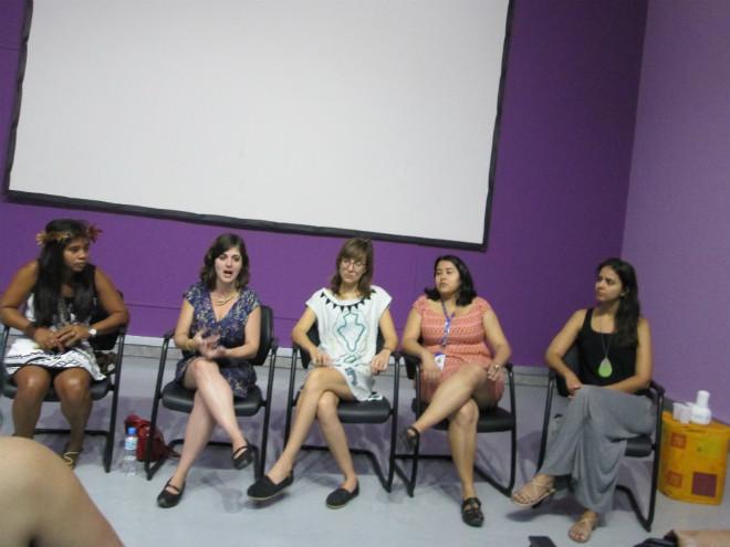 Da esquerda para direita:  Glicéria Tupinambá; Daniela Alarcom; Fernanda Ligabue; Katiane Silva e Rita Santos. Foto: Luciana Rodrigues/ Revista Biblioo