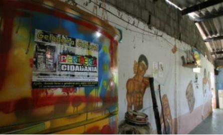 Geladeiras são levadas a associações de moradores e sedes de movimentos sociais Foto: Ashlley Melo/JC Imagem