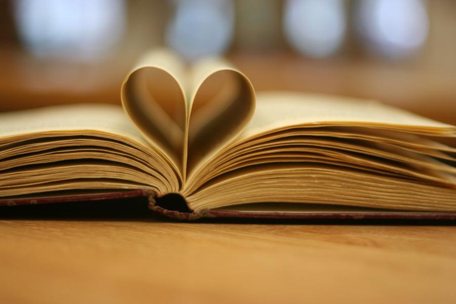 A leitura tem papel fundamental na cultura islandesa. | Foto: Katerha/Flickr