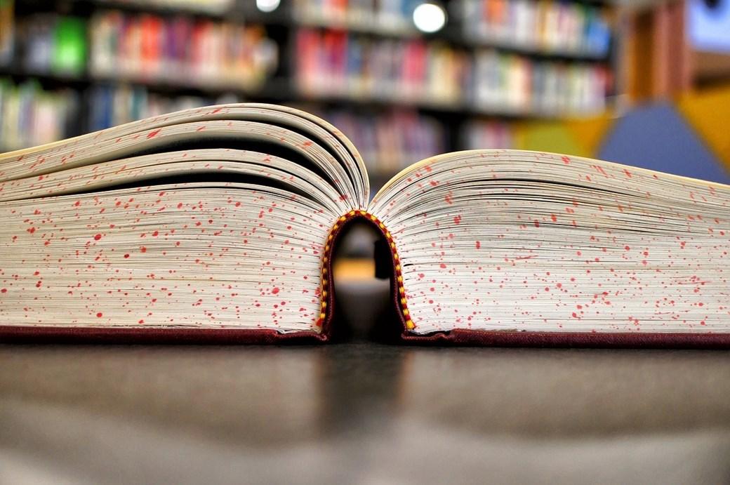 bactérias em livros de biblioteca 1