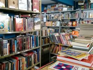 Sebo em Divinópolis oferece vários estilos literários a consumidores (Foto: Ricardo Welbert/G1)