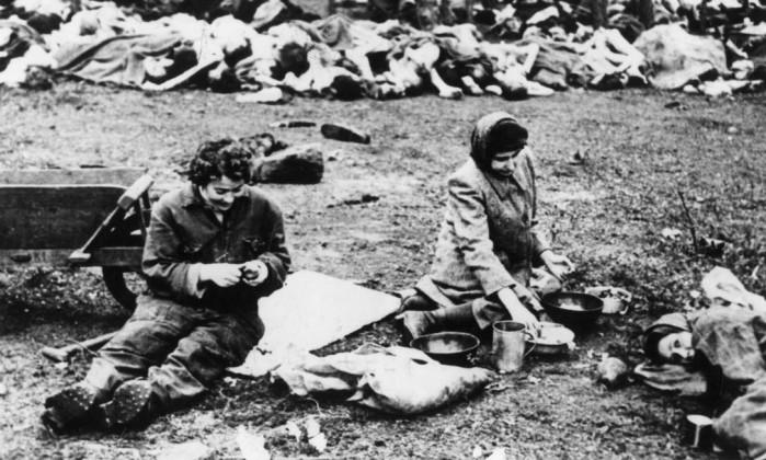 Prisioneiros do campo de concentração de Buchenwald durante a II Guerra Mundial / Arquivo O Globo
