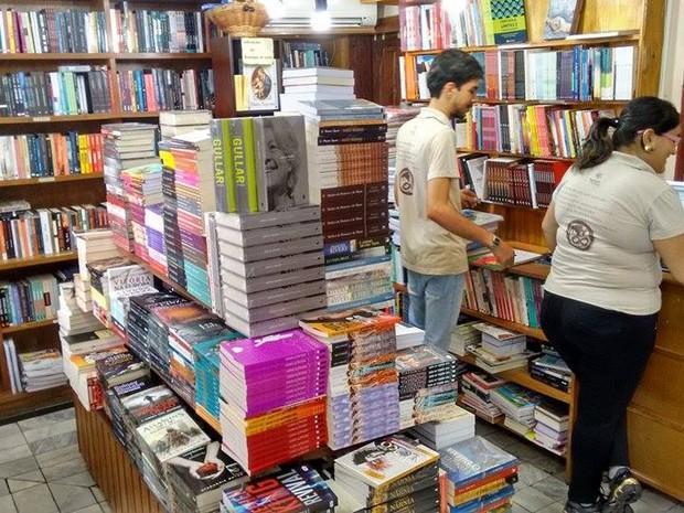Livraria aposta na oferta de ambiente agradável para fidelizar consumidores (Foto: Ricardo Welbert/G1)