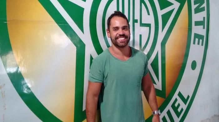 Professor André Luís Júnior. Foto: carnavalesco.com.br.