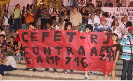 Estudantes e profissionais do Cefet estiveram no ato. Foto: Chico de Paula / Agência Biblioo