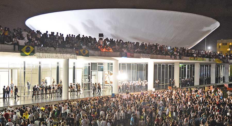Em 2013, ativistas ocuparam a Esplanada dos Ministérios (Brasília - DF) e centenas deles subiram a rampa e no teto do Congresso Nacional.